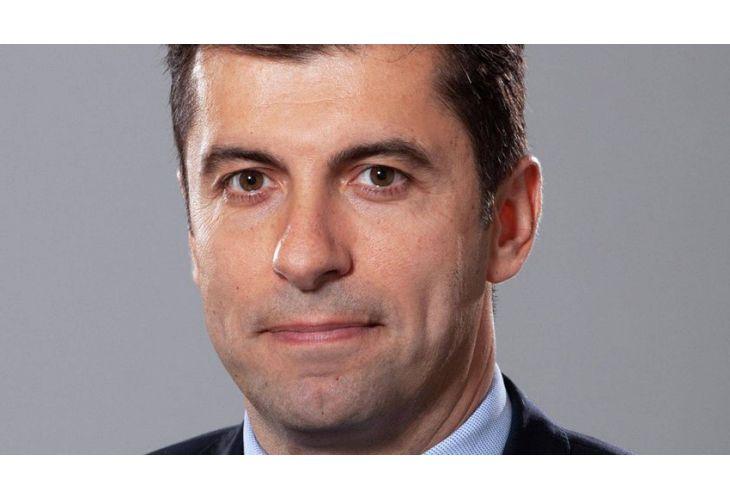 Министърът на икономиката Кирил Петков е получилпотвърждение, че неегражданин на Канада. Документите са били получени в петък.