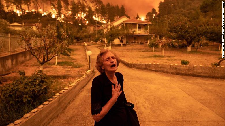 Гърция изправена пред безпрецедентна огнена криза