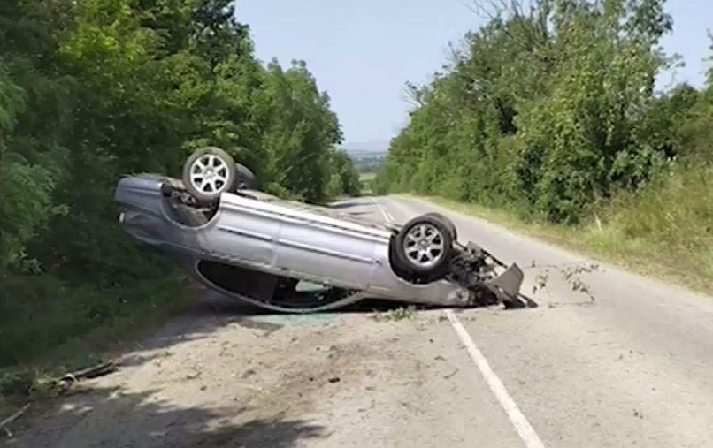 Според потърпевшия пътният дефект продължава да създава опасност за шофьорите