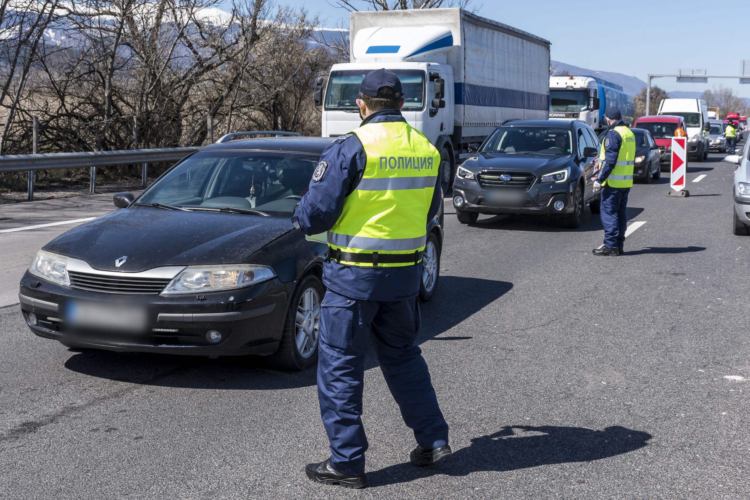 """Започна отклоняването на тежкотоварния трафик от автомагистрала """"Хемус"""""""
