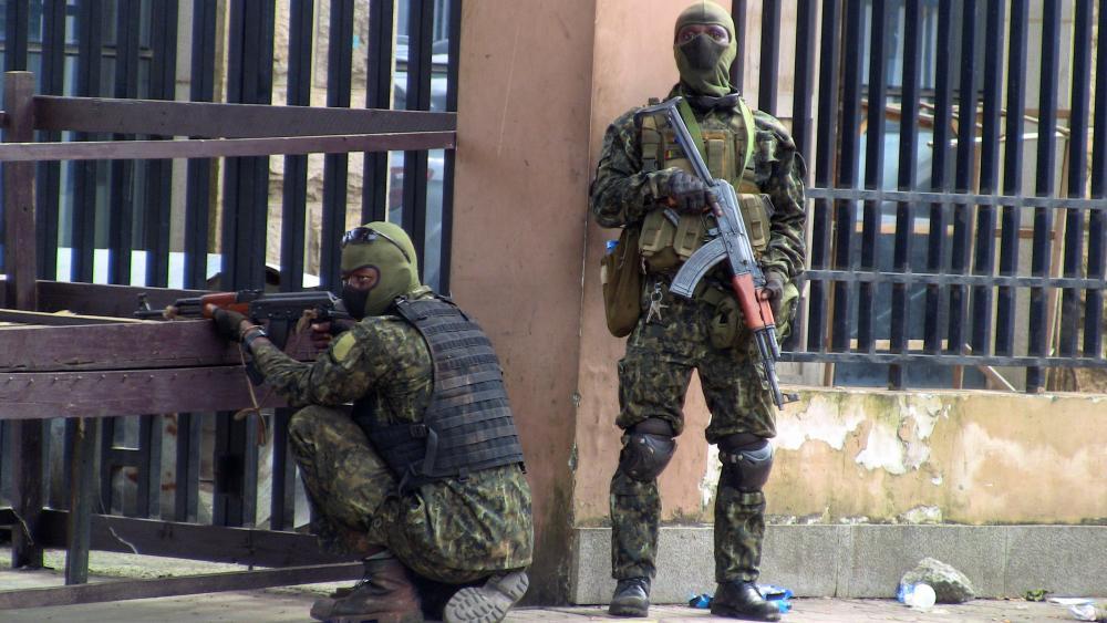 Армията установи военен преврат в Гвинея и задържа президента