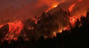 Вулкан изригна на испанския остров Ла Палма, евакуират хора (снимки+видео)
