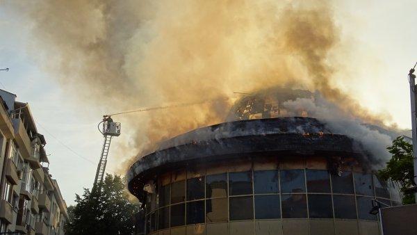 """Сградата """"Купола"""" е била запалена след кавга в дискотека"""