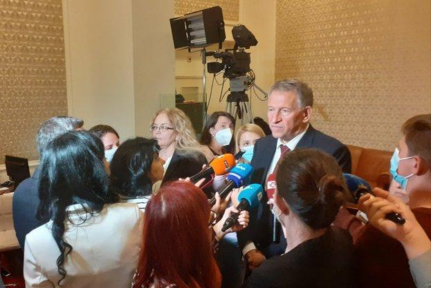 Д-р Стойчо Кацаров: За първи път в историята си НЗОК ще финансира амбулаторното лечение на остро заболяване, каквото е COVID-19