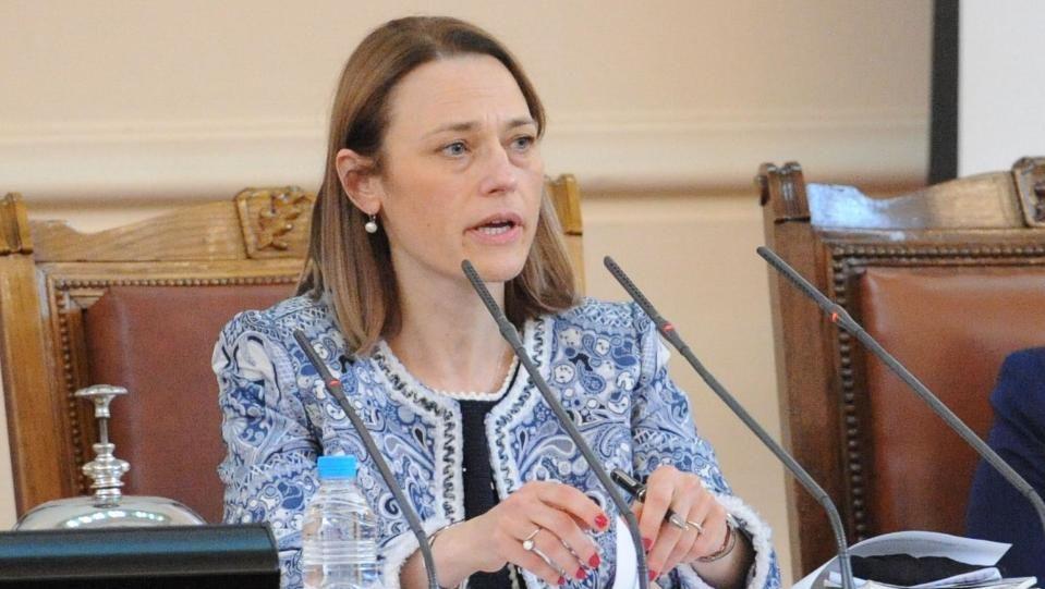 Заплашилият Ива Митева ще бъде конвоиран в София