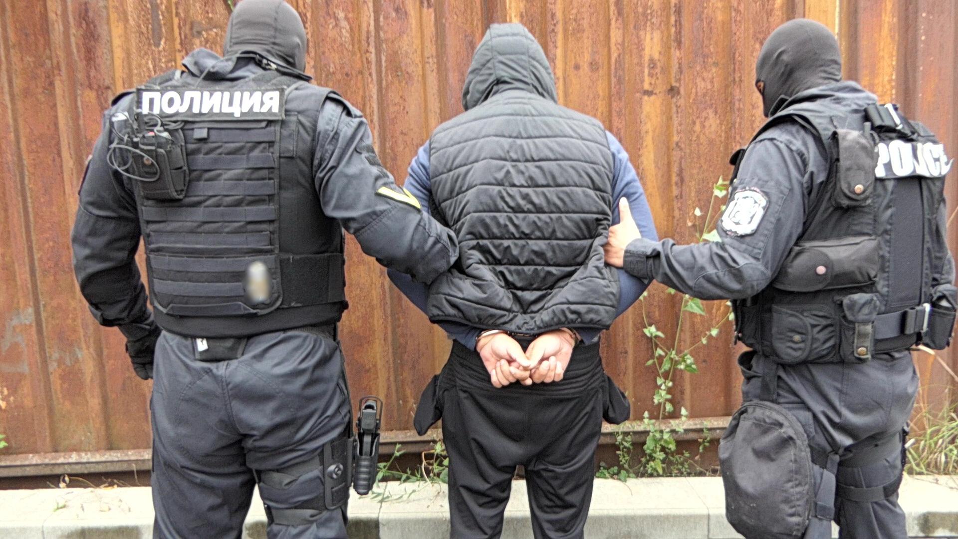 Задържаха банда за грабежи в София, гонка и катастрофа