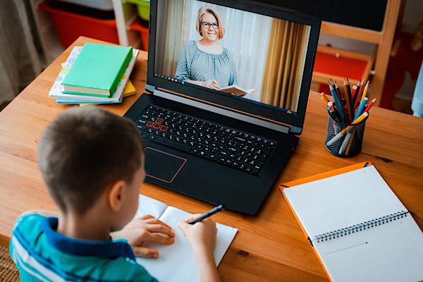 Учениците в София минават на онлайн обучение